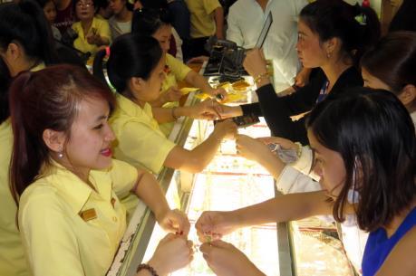 Sôi động thị trường vàng trong ngày vía Thần Tài