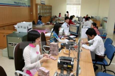 Lãi suất huy động ổn định, người dân vẫn mặn mà gửi tiền vào ngân hàng