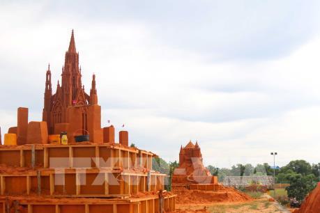 Độc đáo công viên tượng cát đầu tiên của Việt Nam tại Phan Thiết
