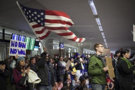 Mỹ bắt giữ hàng trăm người nhập cư bất hợp pháp