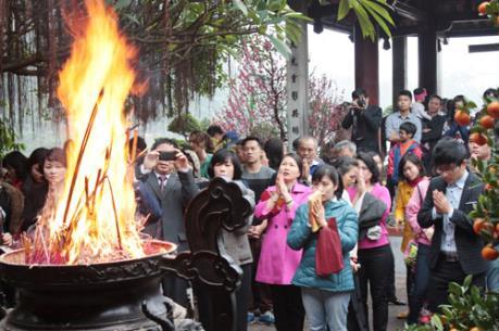 Xử lý kỷ luật đối với viên chức Bảo hiểm xã hội Hà Nội đi lễ trong giờ hành chính