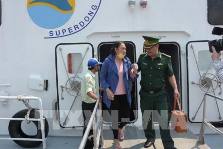 12 du khách bị lật ca nô trên biển đã về tới đất liền