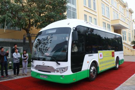 Hải Phòng thí điểm sử dụng hệ thống xe bus chạy bằng năng lượng mặt trời