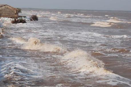 Thừa Thiên - Huế: Đã tìm thấy nạn nhân bị sóng cuốn mất tích trên biển