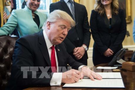 Tổng thống Mỹ bãi bỏ quy định chống tham nhũng trong ngành năng lượng