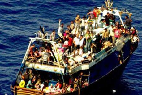 Chìm thuyền trên sông, 20 người mất tích