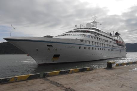 Tàu du lịch biển chở hơn 2.000 hành khách gặp sự cố về động cơ