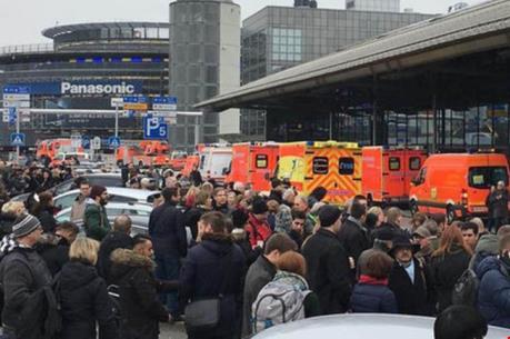 Đức đóng cửa khẩn cấp sân bay do có mùi lạ
