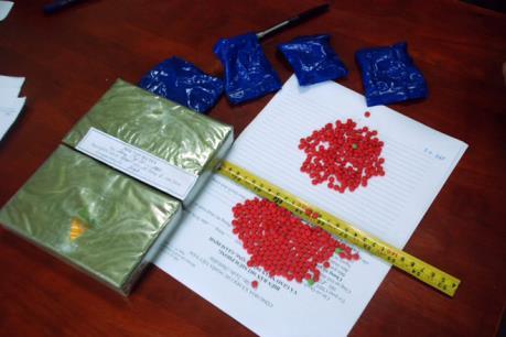 Bắt giữ đối tượng vận chuyển trái phép số lượng lớn hồng phiến và heroin