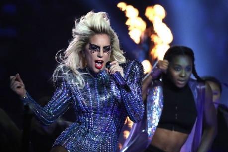 Cận cảnh thỏi son giúp Lady Gaga quyến rũ và bùng nổ trên sân khấu