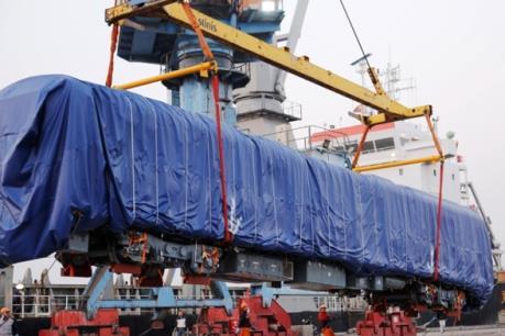 Toa xe đường sắt đô thị Cát Linh-Hà Đông về tới cảng Hải Phòng