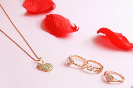 Vàng trang sức tung nhiều mẫu mã dịp lễ Valentine