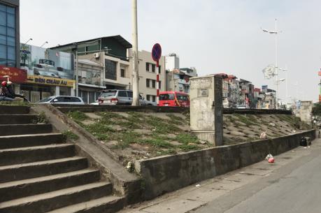 Đồng ý thay thế một phần kết cấu đê sông Hồng bằng bê tông