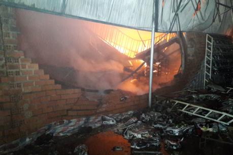 Bình Phước: Cháy cửa hàng dày dép, 2 mẹ con chủ cửa hàng bị tử vong