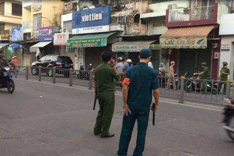 Thành phố Hồ Chí Minh: Điều tra vụ dùng súng cướp táo tợn giữa ban ngày