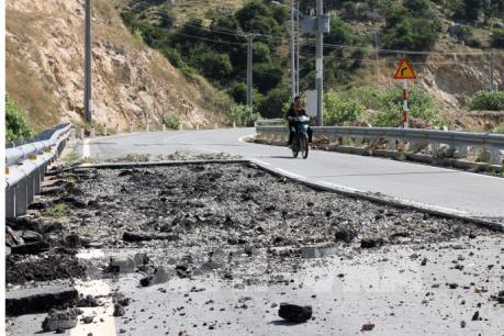 Hơn 4 tháng chưa khắc phục tình trạng sạt lở tuyến đường ven biển Mũi Dinh - Cà Ná