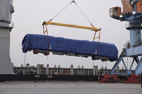 Tiếp tục vận chuyển 12 đoàn tàu dự án đường sắt Cát Linh – Hà Đông về cảng Hải Phòng