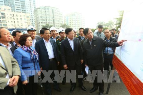 Phó Thủ tướng Trịnh Đình Dũng kiểm tra các dự án hạ tầng quan trọng của Hà Nội