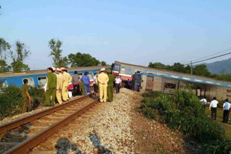 Tàu hỏa đâm xe ben tại Thừa Thiên-Huế làm ít nhất ba người chết