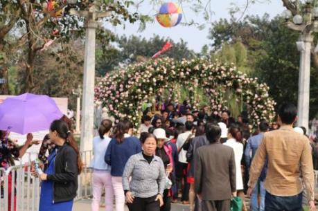 Lễ hội hoa hồng Bulgaria: Loạn giá vé trong ngày đầu mở cửa