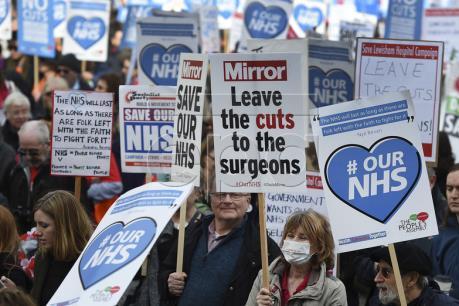 Biểu tình ở Anh đòi tăng ngân sách cho ngành y tế quốc gia