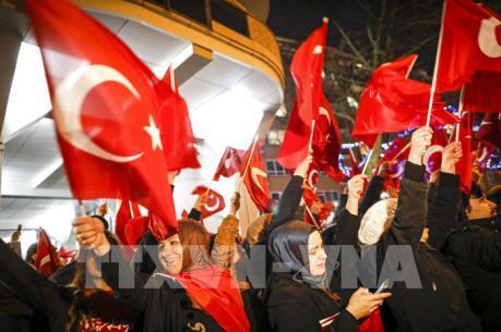 Hà Lan trục xuất một Bộ trưởng Thổ Nhĩ Kỳ, căng thẳng gia tăng