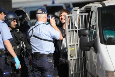 Thụy Sĩ triển khai thử nghiệm camera mini cho cảnh sát giao thông