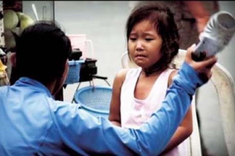 Vụ bé 4 tuổi bị dọa thả vào máy vặt lông gà: Đình chỉ công tác Hiệu trưởng