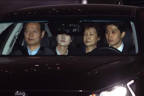 Bê bối chính trị tại Hàn Quốc: Cựu Tổng thống Park Geun-hye bị bắt giữ