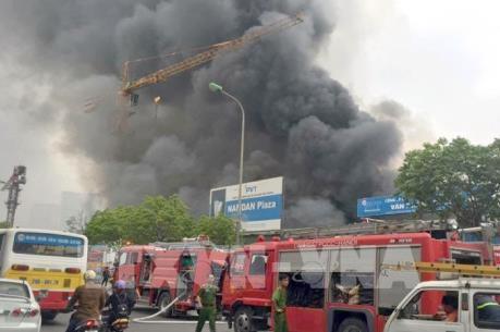 Cháy lớn gần tòa nhà Keangnam trên đường Phạm Hùng, Hà Nội
