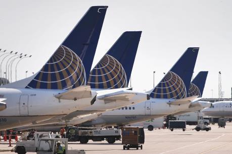 """Câu chuyện """"United Airlines"""" và lý do vì sao khách hàng đã mua vé nhưng vẫn không được bay"""