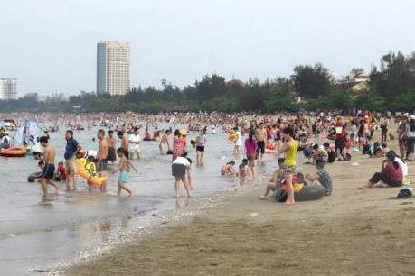 Cảnh báo 6 khu vực nguy hiểm, không nên tắm tại biển Cửa Lò