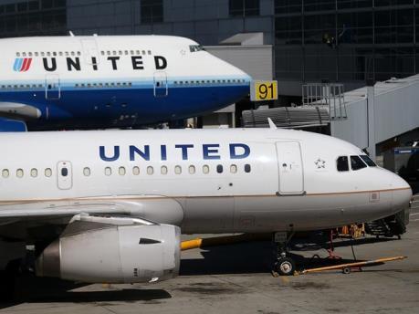 Sự cố của hãng United Airlines ảnh hưởng nặng nề tới công ty mẹ