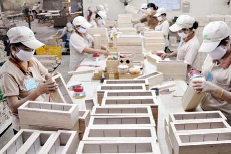 """Doanh nghiệp chế biến gỗ """"lao đao"""" vì thiếu nguyên liệu"""