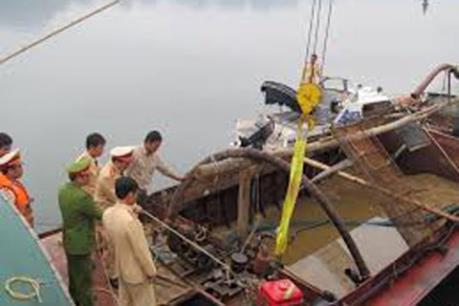 Bắt giữ 6 tàu hút cát quy mô lớn trên sông Uông, Quảng Ninh