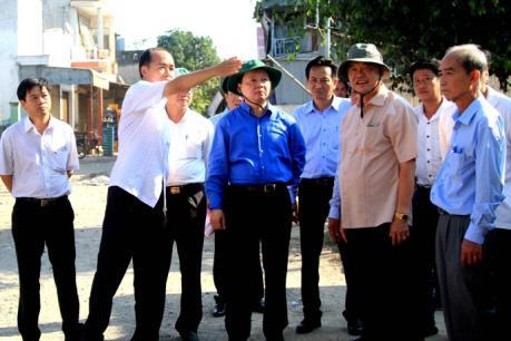Bộ trưởng Trần Hồng Hà khảo sát tình hình sạt lở bờ sông tại An Giang