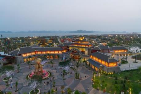 Đến Hạ Long dịp 30/4 để xem triển lãm ảnh và trải nghiệm trang phục Hàn Quốc