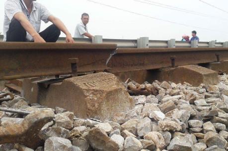 Đường ray bị gãy, hơn 1.100 khách đi tàu may mắn thoát nạn