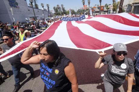 Hàng nghìn người tuần hành phản đối chính sách nhập cư của Tổng thống Donald Trump