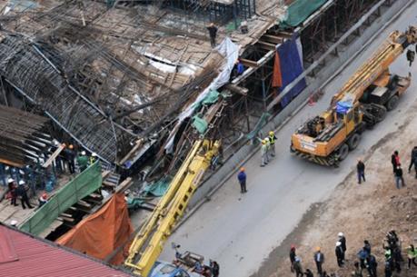 Hà Nội: Sập giàn giáo từ tầng 12 chung cư dự án Thanh Hà Cienco 5