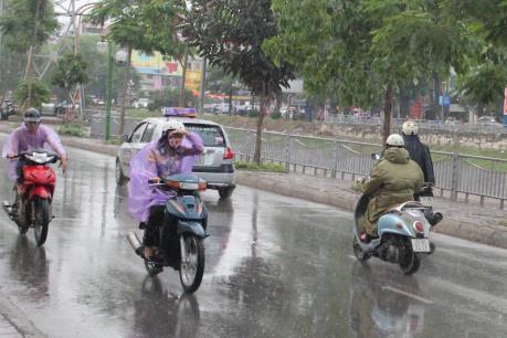 Dự báo thời tiết ngày mai 18/5: Hà Nội có mưa vừa và mưa to, trời chuyển mát