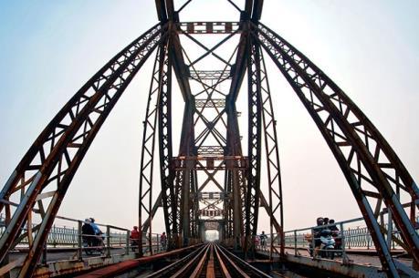 Từ ngày 19/5, phân luồng qua cầu Long Biên để cải tạo mặt cầu
