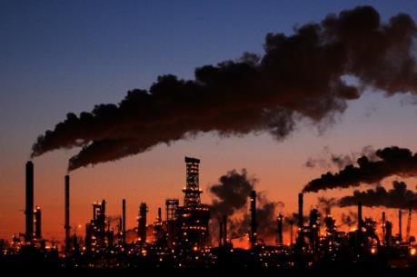 Canada lên kế hoạch áp thuế khí thải carbon từ năm 2018