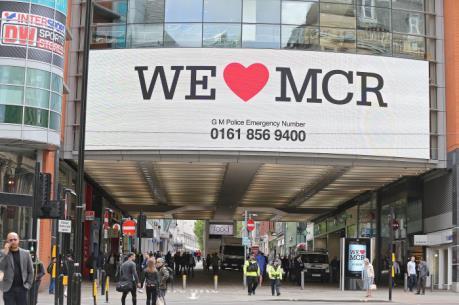 """Hàng trăm người sơ tán do """"tiếng nổ lớn"""" tại một trung tâm mua sắm ở Manchester"""