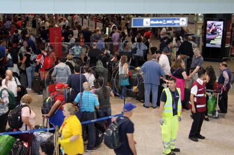 """British Airways tiếp tục """"vật lộn"""" với sự cố máy tính"""