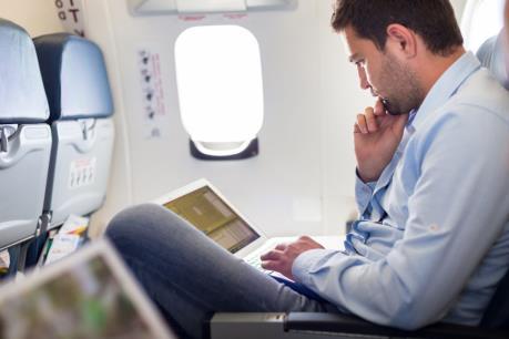 Mỹ để ngỏ khả năng cấm máy tính xách tay trên những chuyến bay quốc tế