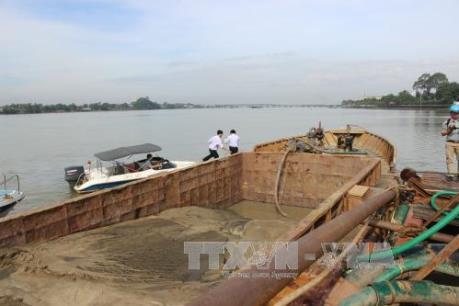 Xử lý dứt điểm hoạt động khai thác cát trái phép trên sông Cái