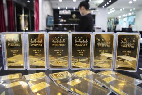 Giá vàng châu Á giảm do quan ngại về triển vọng kinh tế Mỹ