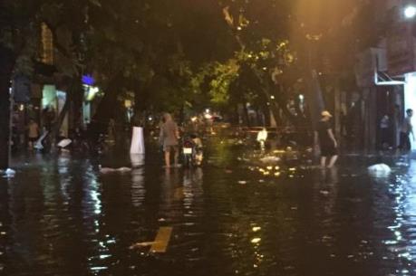 18 điểm có nguy cơ ngập úng khi mưa lớn bất thường ở Hà Nội