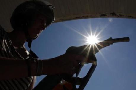 Giá dầu thế giới giảm hơn 2% xuống mức thấp nhất trong 10 tháng